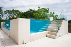 Pool-Glaswand Belgien