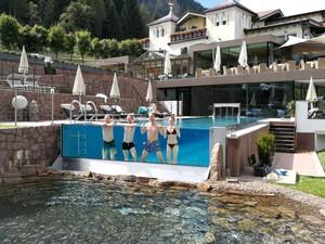 Schwimmbad - Glaskaskade